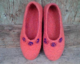Felted women slippers Gift for best friend Wool house shoes Women home shoes Girl felt slippers Wool clogs Gift under 50 Ecological