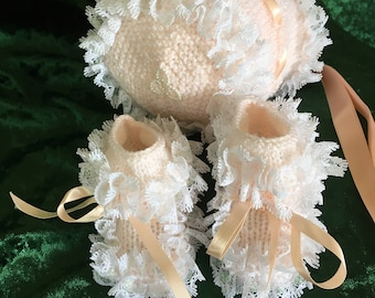 Romany/party baby hat and boot set - 0/6 months