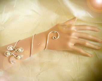 Silver and White aluminium bracelet and Pearl color choice