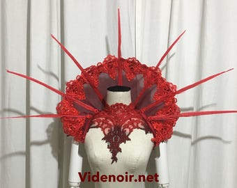 Small Elizabethan Collar gothic shoulder piece withh long feathers