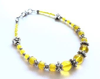 Bracelet Yellow Czech glass with silver flowers