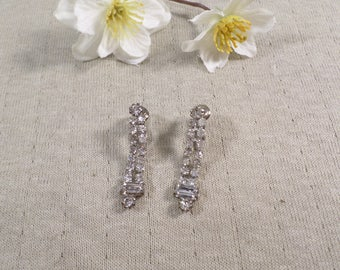 Beautiful Vintage Silver Tone Pair Of Prong Set Crystal Rhinestone Clip On Earrings  DL#3450