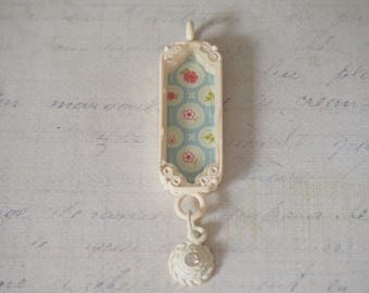 Shabby chic pendant / rectangular retro floral mobile 66x15x7mm beige