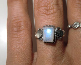 Sterling Ring with Moon stone true vintage ethnic 925 sterling silver