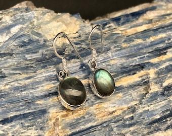 Silver Labradorite Earrings // 925 Sterling Silver // Oval Labradorite Earrings // Shimmering Labradorite Earrings