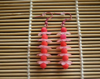 "Earrings ""fleurs et perles"" light pink and neon pink."