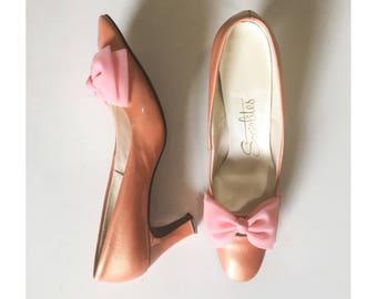 Vintage 60s Socialites Shoes // 1960s Pink Patent Leather Organza Chiffon Bow Pump Heels // Mod High Heel Pumps w/ Bows // Vintage Size 8.5