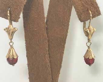 Nice, Vintage Pair of 18kt Yellow Gold Dangle Round Ruby Faceted Drop Style Leverback Earrings 750