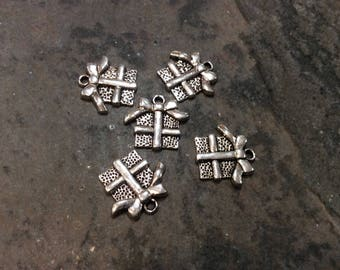 Christmas Present Charms Package of 5 Charms 16mm  Gift Box charms Christmas Charms Holiday Charms