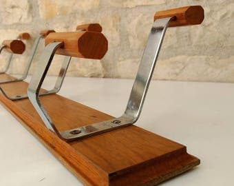 Stylish Art Deco four peg coat and hat rack, with oak and steel circa 1930s.