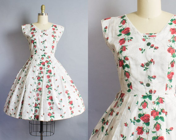 1950s Red Rose Cotton Dress/ Small (24B/26W)