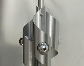 Lustre space age design 1970. Suspension en aluminium brossé. Style Max Sauze.