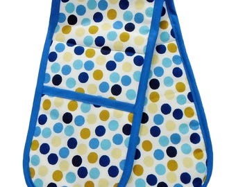 Traditional oven gloves in blue spot design
