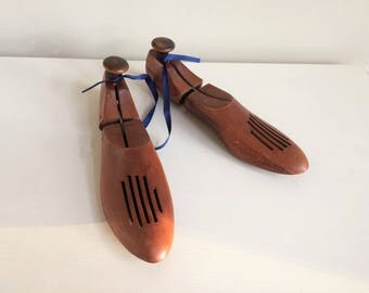 Vintage Solid Wood Shoe Forms, Shoe Stretchers, Shoe Last, Hinged Pair Wooden Form, Cobblers Size 11 Décor Prop Staging