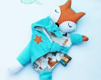 Doudou petit renard endormi bleu turquoise.