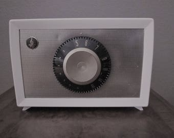 Vintage Tube Radio - AM - 1955 Emerson Model 813