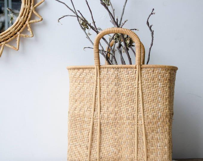 Vintage Market Basket. Tote bag