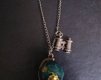 """Locket and necklace with """"world map"""""""