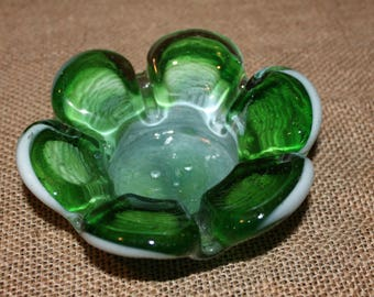 VTG Ashtray Hand Blown Pressed Glass Flower Vintage Green and White Hippie Retro