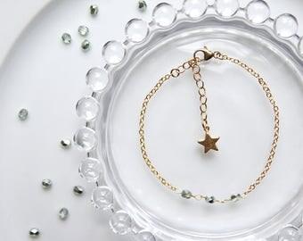 Towa - Bracelet 14k Gold Filled, Green Czech Glass Beads