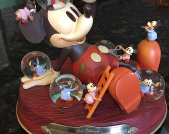 Disney MICKEY'S NIGHTMARE 1932 Musical Snow Globe~ Tune:  Mickey Mouse March