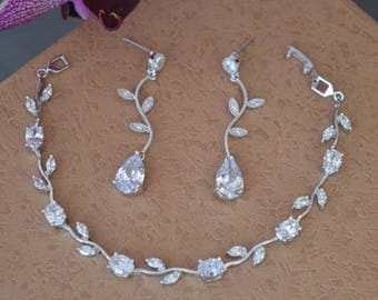 Cubic zirconia bracelet, bridal bracelet, wedding bracelet, bridal jewelry, wedding jewelry.