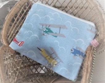 Bi-plane Zipped Pouch