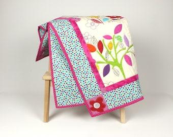 baby quilt with flowers, baby blanket, babyshower gift, handmade babyquilt, nursery quilt, nursery blanket, crib quilt, play quilt,