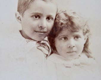 Sweet Siblings Antique Cabinet Card Photo. 1800s Collectible Photo, Scrapbooking, Children, Antique Collection, Antique Photo, Victorian