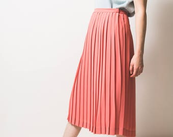 Pleated pink midi skirt // cute // light salmon pink // 1980s // summer trend // approx uk size 14