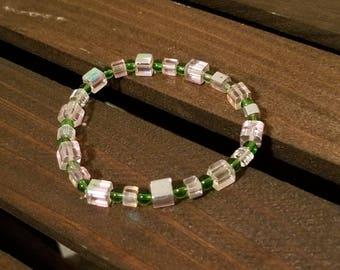 Pink & Green Glass Bead Bracelet. EB1