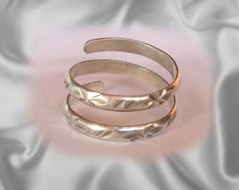 Solid Silver Toe Ring Jewelry - Hand made toe rings engraved in an eye-catching design - Gorgeous adjustable toe jewelry any women can wear.