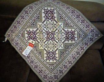 Traditional Vintage Jacquard Cover, Center piece, Perfect condition and quality, detailed embroideries