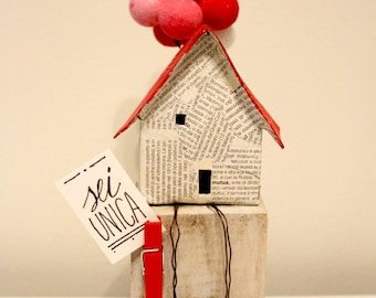 Red Balloon House Message Holder
