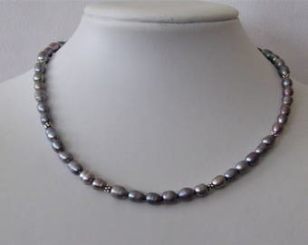Short chic freshwater pearl necklace in grey