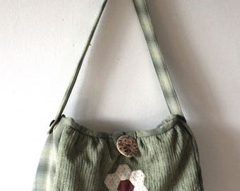 shoulder bag with green japanese fabric and sewed flowers details and decorative button - borsa a spalla in tessuto giapponese