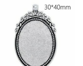 Retro Antique Silver Pendant waiting for your perfect picture