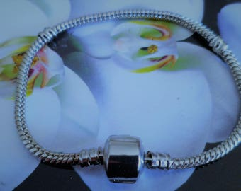 1 strap 17.5 Cm from clasp to Clip Pandora Style