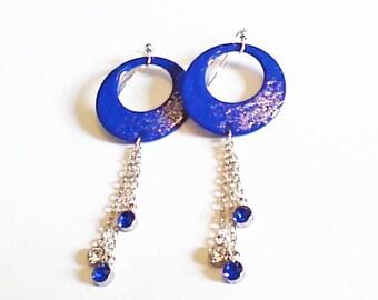 Boucles anneaux émaillés bleu et strass,