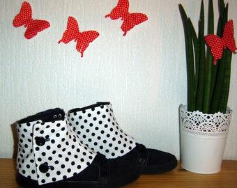 White leggings with black polka dots