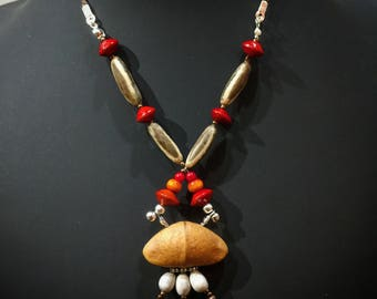 Necklace with natural seeds