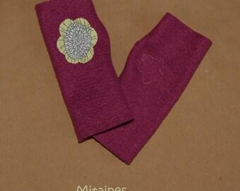 Kids mittens fleece raspberry, asymmetrical, with flower pattern