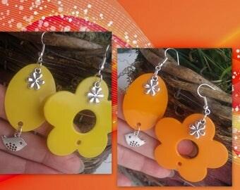 A pair of earrings to choose!