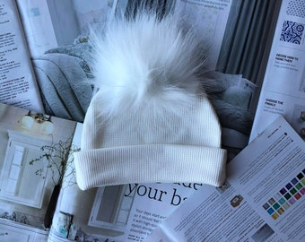 Snow White Pom Pom Hat in Ivory