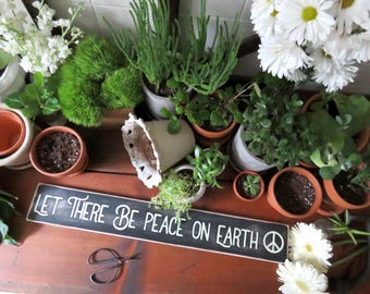 Peace on Earth Wooden Sign. Rustic Christmas Sign. Christmas Sign. Farmhouse Sign. Christmas Housewarming Gift. Rustic Home Decor. Hipster.
