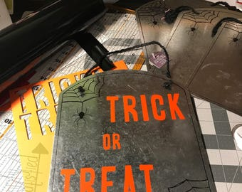 Trick or Treat, Out of Candy Sign