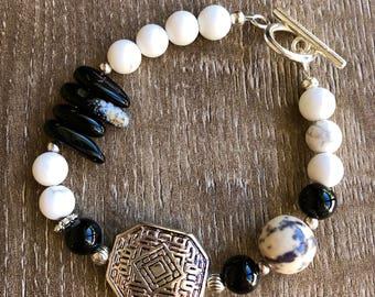 Black and white bracelet. Howlite and Jasper