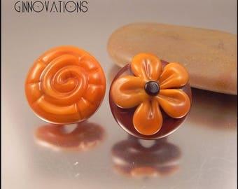 Ginnovations lampwork, Butternut Squash Glass Shank Button Pair