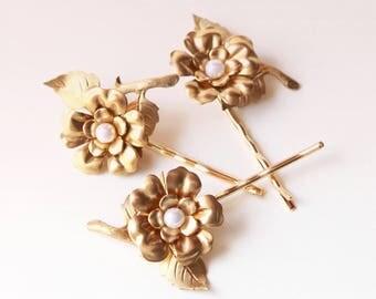 Gold flower hair pins, Golden hair clip set, gold flower pins, Bridal hair, Gold pearl bridal headpiece - SET of 3 pins