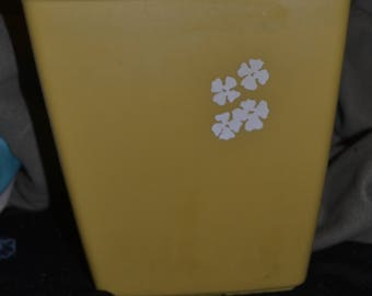 Vintage 70s Small Yellow With White Flowers Rubbermaid Trashcan Trash Can  Waste Paper Basket Bathroom Office